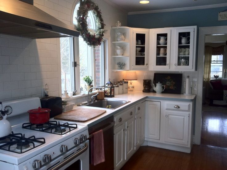 White kitchens painting oak cabinets kitchen renovations for Cottage style kitchen units