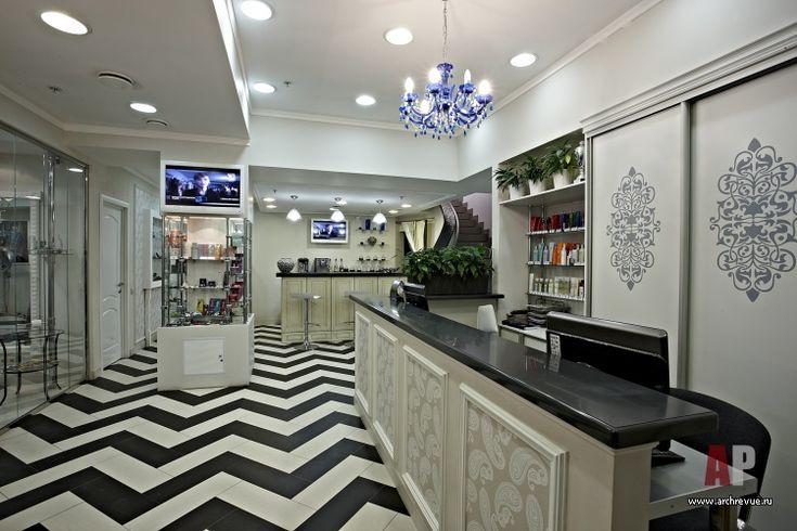 Фото интерьера входной зоны салона красоты в современном стиле