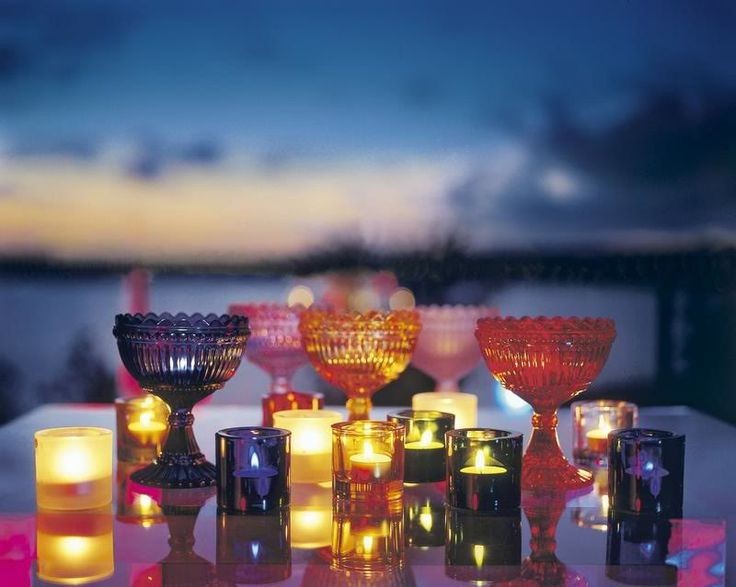 Marimekko & Iittala collaboation: Maribowls & Kivi candle holders. I love how light reflects on the surface of glass and breaks into a spectrum of colors at the rim.