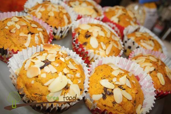 Muffin vegani alla zucca, mandorle e gocce di cioccolato
