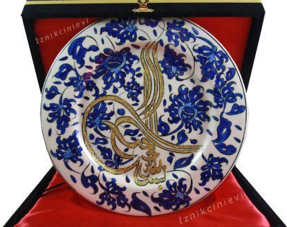 Mavi Lotus ve Tuğra İşlemeli 25 cm Çini Tabak