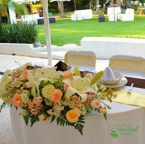 Centro de mesa para #Novios #Flores #Bodas Quinta Pavo Real del Rincón www.pavorealdelrincon.com.mx