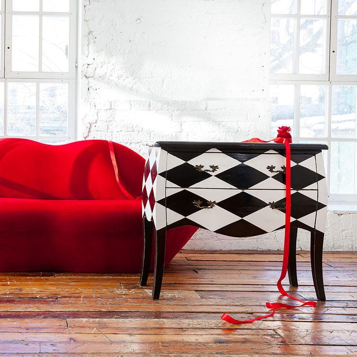 """Комод """"Эдисон"""" завоевывает внимание классическим сочетанием черного и белого цветов. Сохраняя классический силуэт комода, яркий цветовой контраст придает ему свежесть и оригинальность. #мебель, #интерьер, #комод, #французскийстиль, #furniture, #commode, #chestofdrawers, #frenchstyle, #objectmechty"""