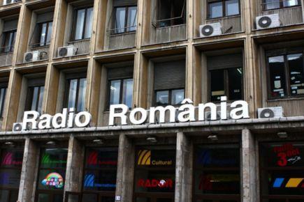 Antena Satelor: Dezbatere pe tema proiectului de modificare a legii de funcţionare a SRR şi SRTV www.antenasatelor.ro/radio/18566-antena-satelor-dezbatere-pe-tema-proiectului-de-modificare-a-legii-de-funcţionare-a-srr-şi-srtv.html