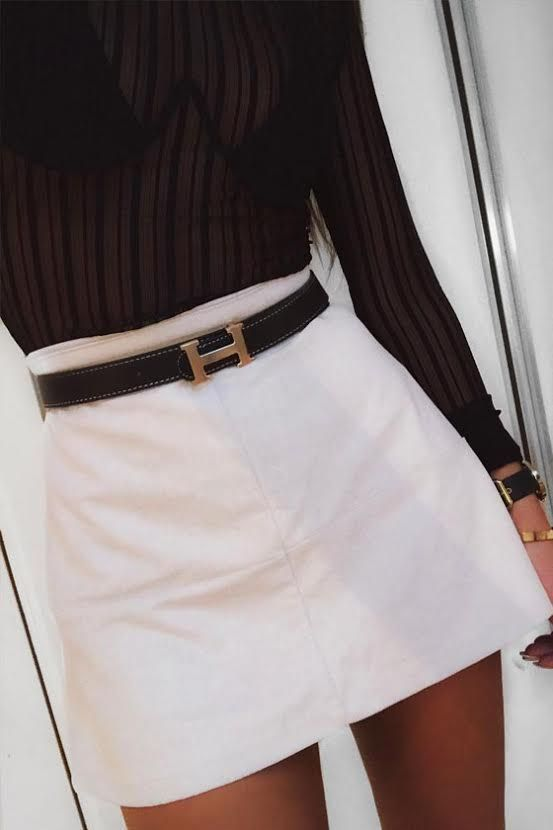 Monochrome outfit which is great for daytime or nighttime outfit