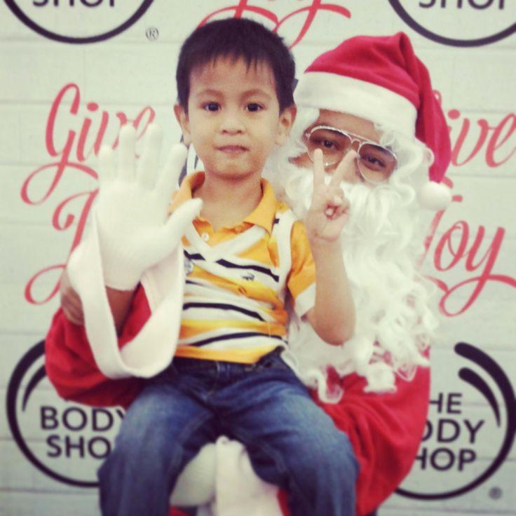 Ayo ke event #TBSGiveJoy @The Body Shop Indonesia @CiputraWorldSBY dan foto bareng Santa plus dapat voucher 50K. Vouchee terbatas TBSLovers