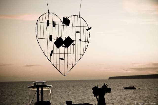 Idee per decorazioni matrimonio sulla spiaggia #bluecharmweddings  #beachweddings http://www.bluecharmweddings.com/