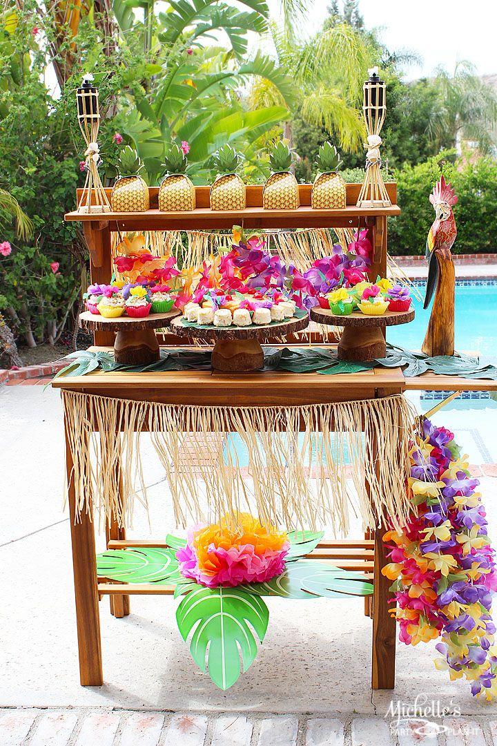 Decora tu fiesta temática hawaiana con este original tip. #party #hawaiana #luau