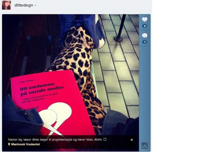 """@Ditte Hegn har min bog: """"Dit omdømme på sociale medier"""" med på vaskeri. Ikke for at vaske bogen, men læse den! Tak for det ;)"""