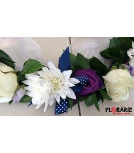 Aranjament de cristelnita din trandafiri, lisianthus si crizantema
