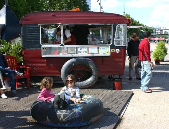 Les Casseroles de Nawal: Festival de la Chambre à Air au Batofar Paris pour un après midi très M.I.A.M avec des Hamburgers des Poulets Rôtis et des BébéClairs façon Hot-Dog !