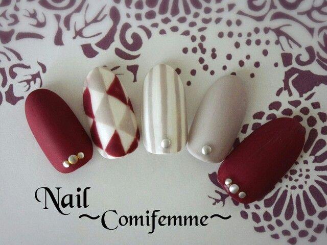 Dégradé de couleur pour un Nail art avec strass magnifique
