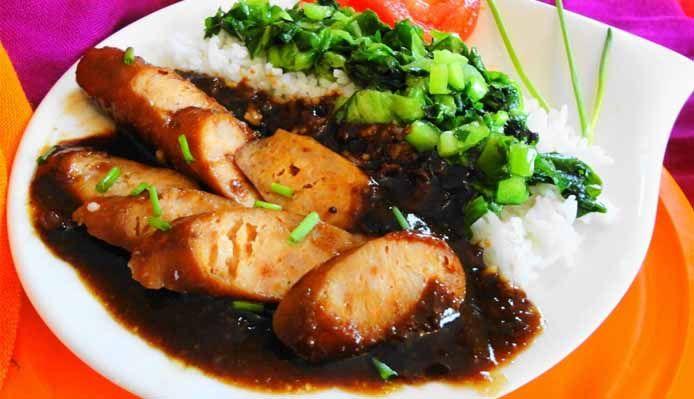 Surinaams eten – Fa Chong Losie Foroe (rijst met met Fa Chong Losie Foroe worst en amsoi)