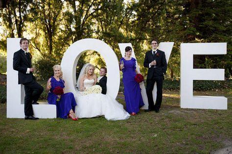También pueden tomarse fotos en las letras gigantes de la boda con los invitados #bodas #elblogdemaríajosé #letrasgigantes #decoraciónboda #tendenciasbodas2015 #diloengrande