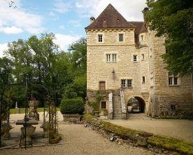 Casa de vacaciones Le Vieux Château en Voutenay sur Cure, Borgoña. 15 personas, 13 piezas, 8 dormitorios. #castillo #france