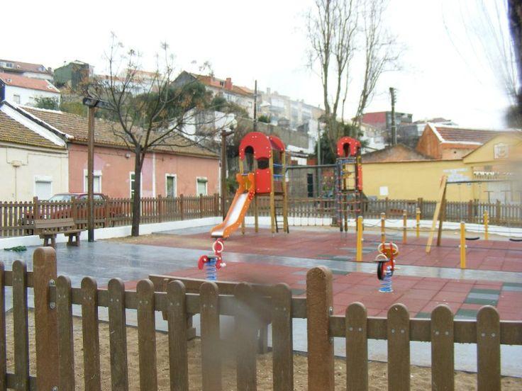Parque Infantil do Largo das Galinheiras  Já conhecem este parque infantil? É baby-friendly, é Baably? Ajudem-nos a classificar cada um destes locais para todos podermos dar experiências mais agradáveis aos nossos pequenotes e, talvez, fazer com que haja alguma intervenção por parte de quem é responsável pelos espaços! Basta inserirem a vossa classificação e os vossos comentários no link abaixo.  http://www.baably.com/item/parque-infantil-do-largo-das-galinheiras/