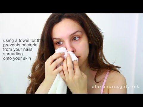 Diese Frau nimmt eine Zahnbürste und schrubbt sich die Nase, bis dieses Ergebnis dabei herauskommt.