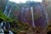 Air Terjun Coban Sewu dilihat dari dasar Lembah