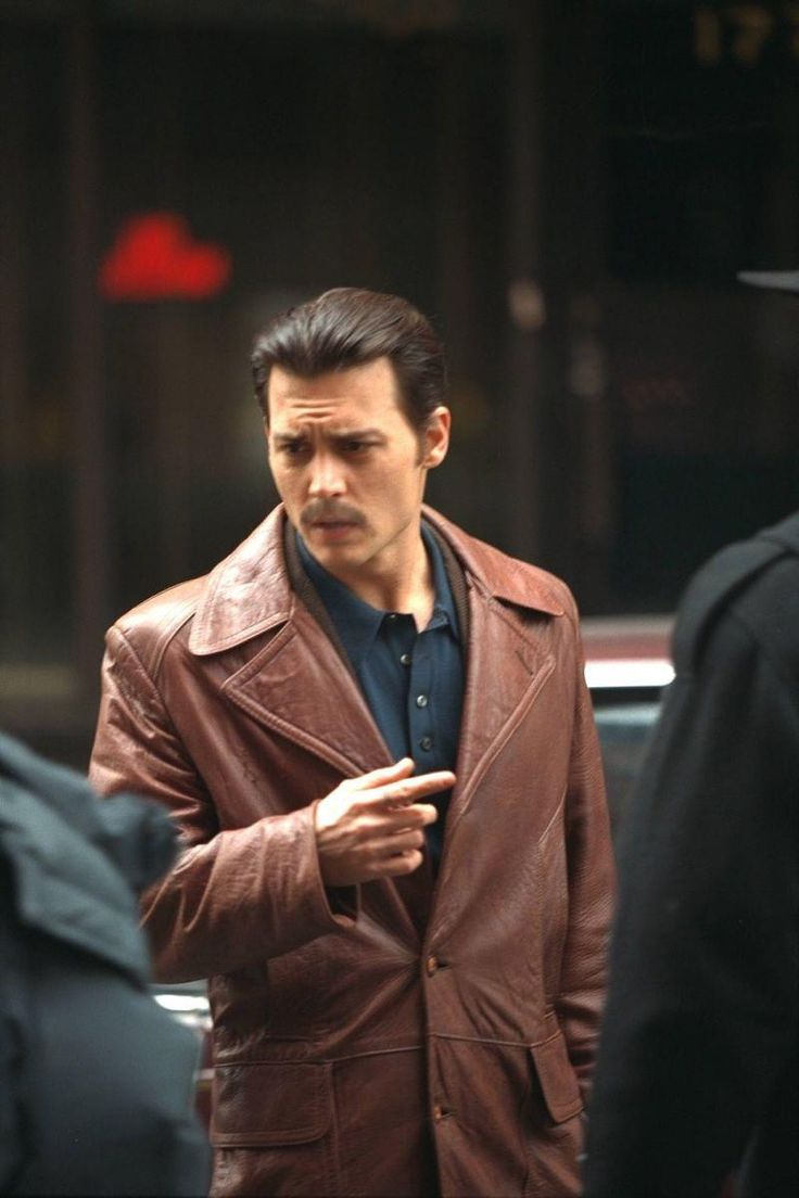 Donnie Brasco - Johnny Depp playing FBI agent Joe Pistone undercover as Donnie Brasco #GangsterFlick