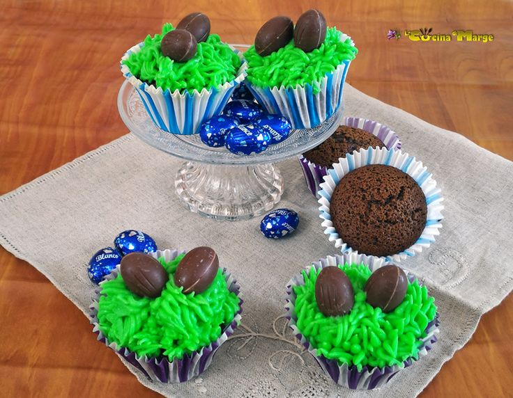 CUPCAKES DI PASQUA, sono dei semplici cupcakes al cioccolato decorati con crema al burro e ovetti di cioccolato,Un idea simpatica da presentare per..