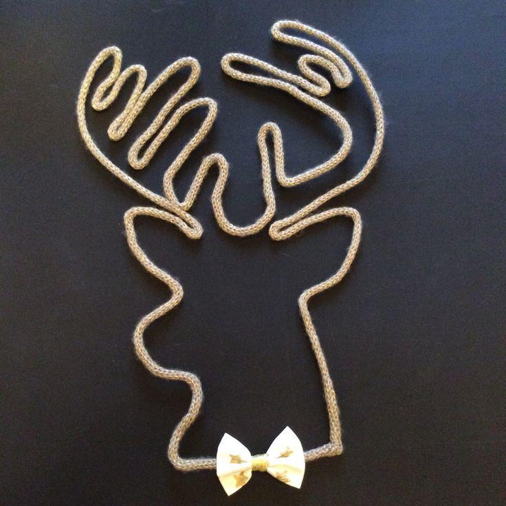Maxi tête de cerf dorée en tricotin : Décorations murales par vanilleetvega