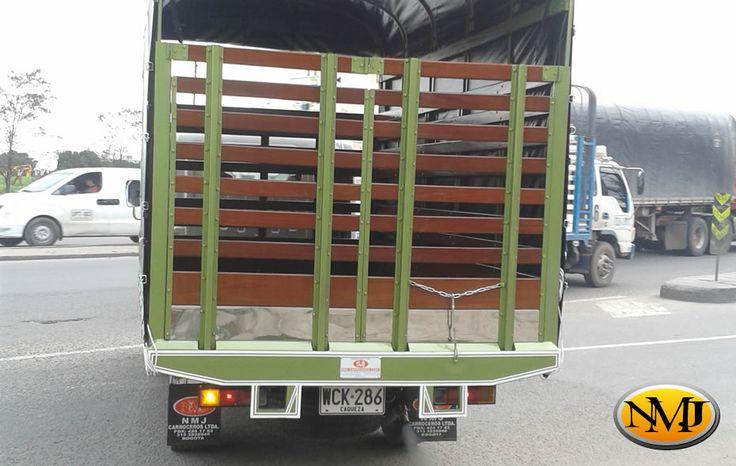 Nuestras Carrocerías de estacas transportan su carga de trabajo pesado, con un marco duradero que incluye un excelente embarandado estructural que sostiene la carpa. http://www.carroceriasyfurgonesnmj.com/carrocerias-para-camiones-de-estacas-nuevos-y-usados-en-venta-en-bogota-colombia