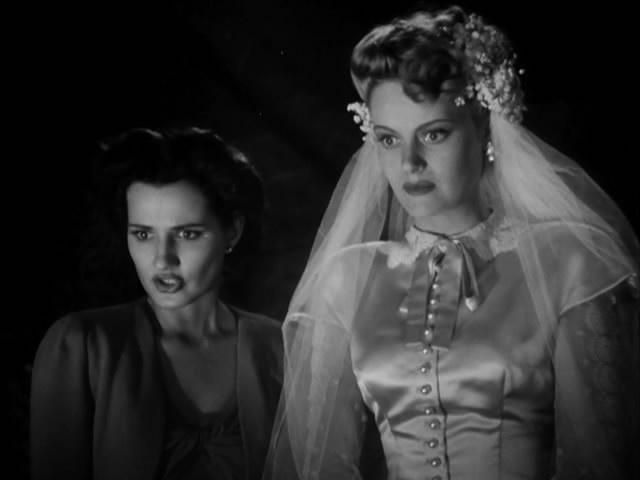Brenda Marshall and Alexis Smith in The Smiling Ghost (1941)