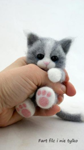 Adorbs.. felt kitty ❤