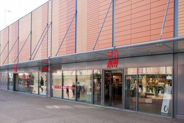 Κατασκευή καταστήματος H&M - Smart Park - Κορωπί. Συνολική επιφάνεια: 1.300 τμ – Χρόνος κατασκευής: 28 ημέρες. Μελέτη εφαρμογής: Αρχιτεκτονικό γραφείο MAB Architects.