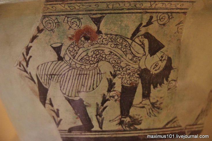 Чаша с изображением акробата. Солхат, Крым, Золотая Орда XIV в.