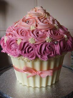 Gateau anniversaire cupcake geant