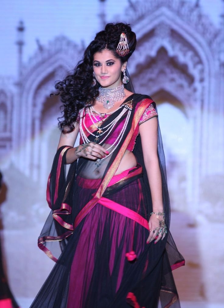 Tapsee Pannu Walk on The Ramp at IIJW 2013.