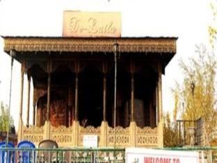 Ideally located in the prime touristic area of Lal Chowk, Delaila  Houseboats Group promises a relaxing and wonderful visit. The hotel offers  a high standard ...