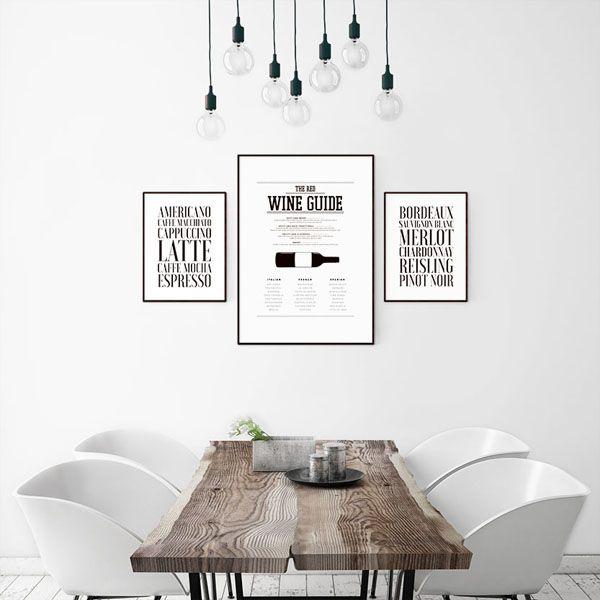 Inreda med tavlor i köket. Snygga svartvita posters med vin guide, texttavla med viner, Kaffe poster. Stilren vit inredning