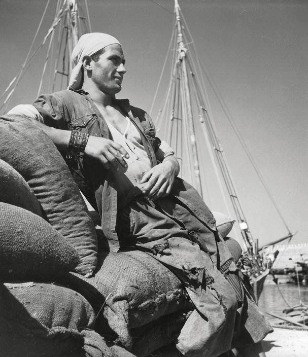 Νομός Ηρακλείου, 1937, φωτό: Herbert List – Λιμενεργάτης