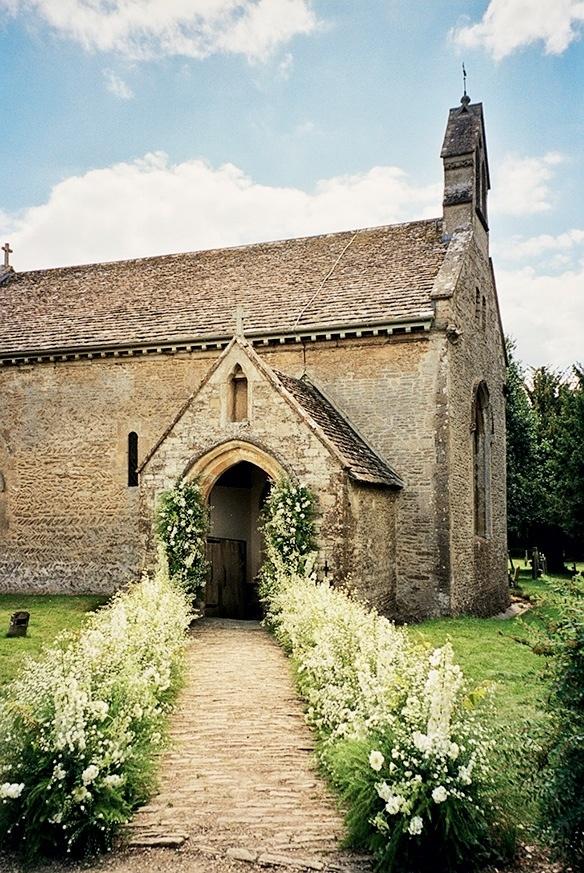 Kate Moss' wedding - path of beautiful white flowers - imagine the aroma!