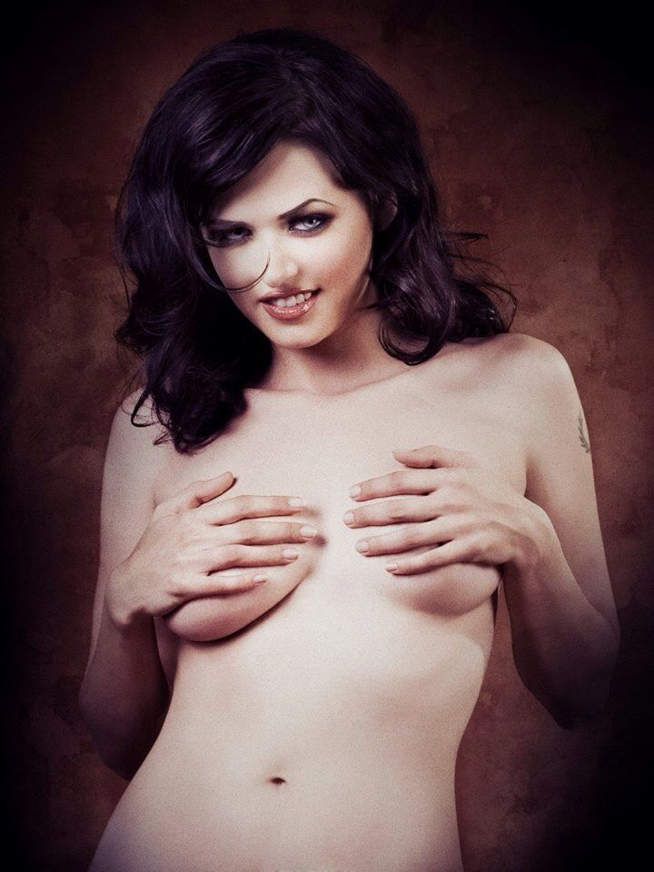 nude horne Fiona van