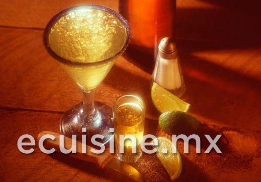 COCTEL CABALLITO Receta mexicana de un coctel a base de Tequila y citricos.  http://ecuisine.mx/recipe.php?id=711