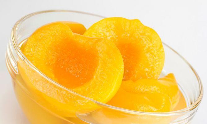 Aprende a elaborar esta sencilla receta de melocotón en almíbar y podrás disfrutar de esta fruta todo el año.