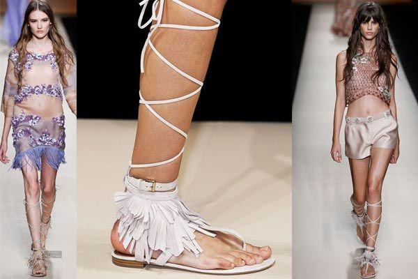 ¡Vuelven las sandalias romanas altas!
