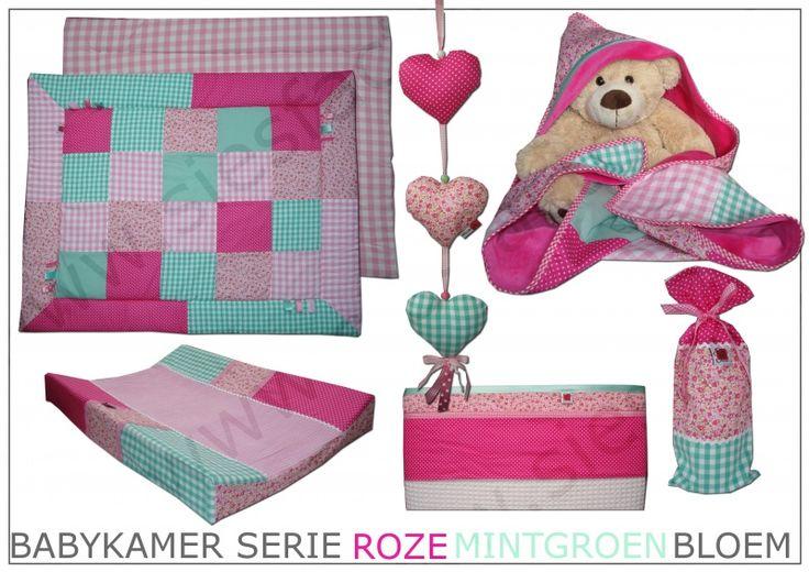 Babykamer aankleding roze, mintgroen met bloemetjes