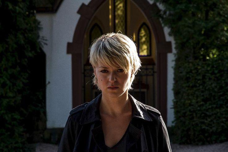 'Kommissarin Heller': Lisa Wagner nackt im Weiher - das ZDF traut sich was