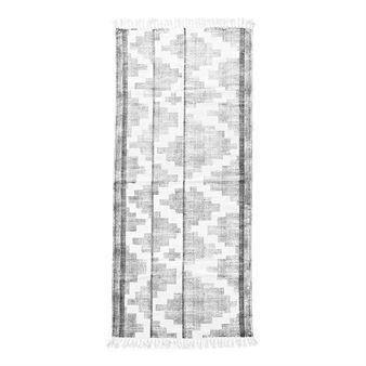 Teppet Eve fra House Doctor er et klassisk vevd teppe med frynser. Den har et pent grafisk mønster i svart og hvitt som passer inn i de fleste hjem og innredninger. Eve teppe skaper en varm og hjemmekoselig følelse og er en nødvendighet på kalde gulv! Velg mellom ulike størrelser.