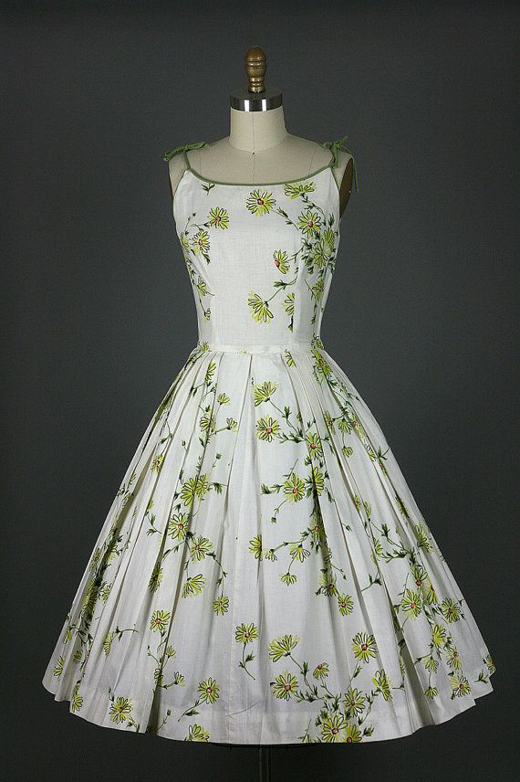 Vintage 1950s 50s adorable full skirt DAISIES cotton garden party dress S