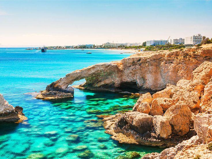 Ayia Napa, en Chypre, est un endroit très fascinant et fabuleux avec tous les plages et la mer bleue !  Avec cet offre de vacances de DeinDeal vous passez à deux une semaine à l'hôtel 4 étoiles Nestor à Ayia Napa. Les nuitées avec demi-pension, le vol et les transfers sont inclus dans le prix de 1'859.-.  Réserve ici le deal de vacances: http://www.besoin-de-vacances.ch/vacances-chypre-2-personnes-1859/