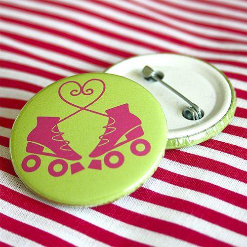 Bottom: Patins com laço de coração verde 3,5cm - R$2,00   4,5cm - R$3,00 Skating botton useheti.tanlup.com