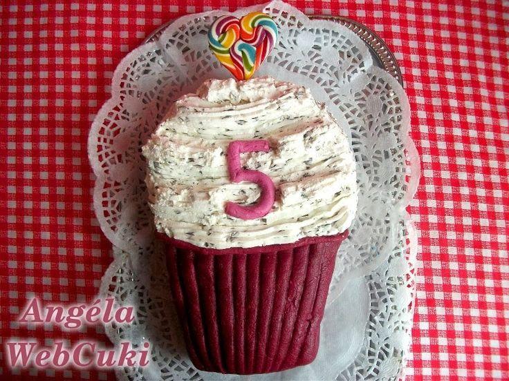 Muffin torta blogszülinapra http://angelawebcuki.blogspot.hu/2014/02/muffin-torta-blogszulinapra.html