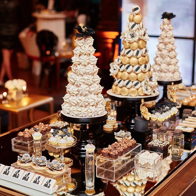 French macaron towers and sweets for this #dessert_tablescape created for a James Bond 007 themed party. #bobbetteandbelle