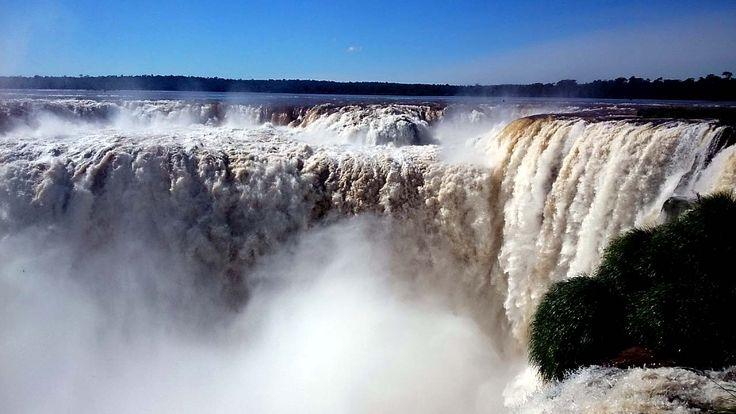 474° Aniversario de Cataratas del Iguazú. En este 2015 se cumplen 474 años del primer registro conocido de las Cataratas del Iguazú, escrito por el adelantado español Álvar Núñez Cabeza de Vaca en 1541. Las Cataratas del Iguazú, ubicadas en un marco de vegetación subtropical, formando parte del Parque Nacional Iguazú, convertido en Patrimonio de la Humanidad por la UNESCO,