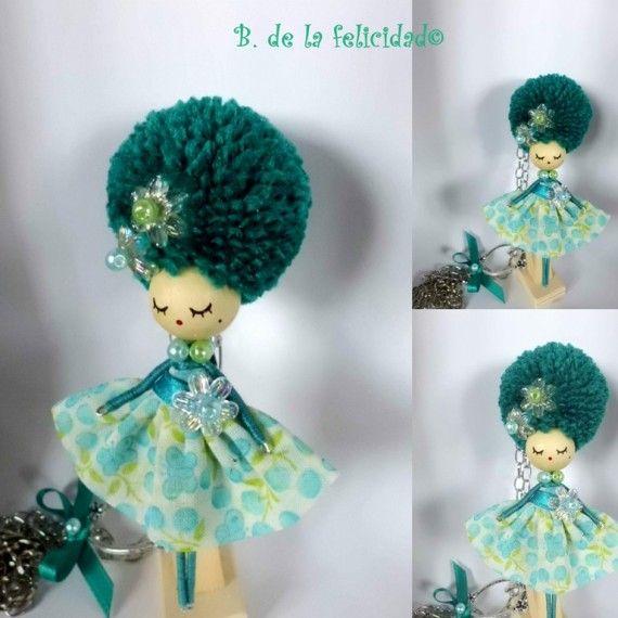 Doll brooch and pendant, Broche e collier poupèe  Broche-collar de muñeca / Broches de la Felicidad - Artesanio